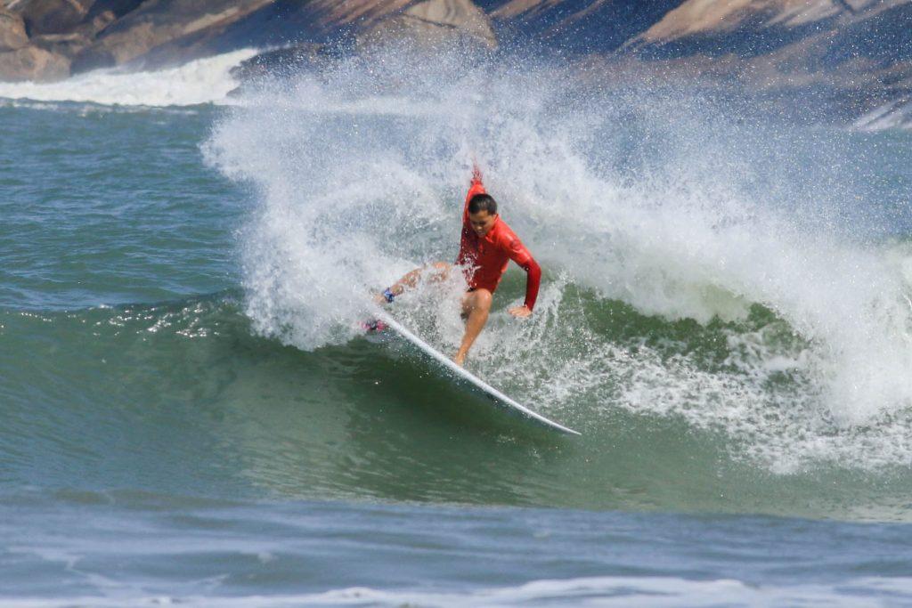 Juliana Meneghel surf
